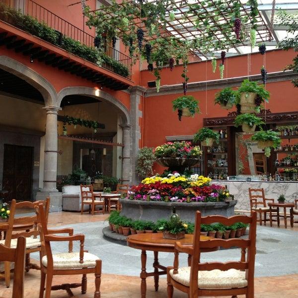 รูปภาพถ่ายที่ Hacienda de Los Morales โดย Cesar L. เมื่อ 6/25/2013