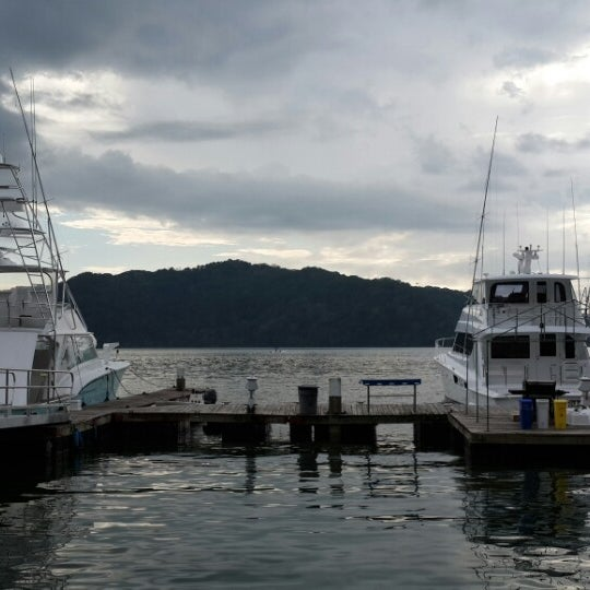 Foto tirada no(a) Banana Bay Marina (Bahía Banano, S.A.) por Katherinne C. em 1/1/2014