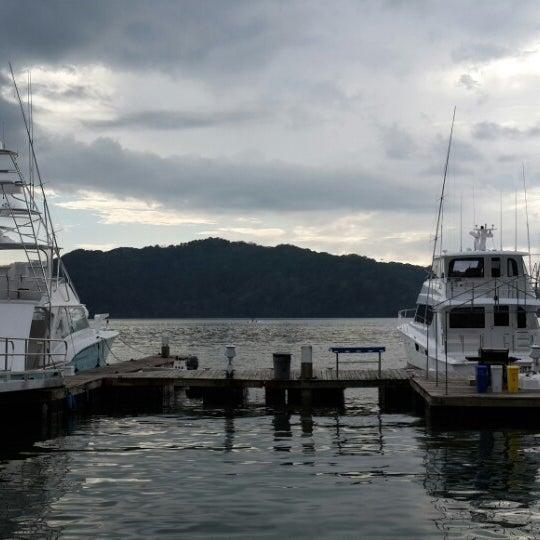 Photo prise au Banana Bay Marina (Bahía Banano, S.A.) par Katherinne C. le1/1/2014