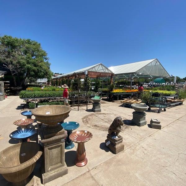 Foto tirada no(a) Nick's Garden Center & Farm Market por Billie H. em 6/11/2021