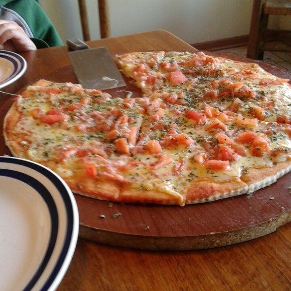 Foto scattata a Pizzeria La Torre da Libny S. il 8/16/2014