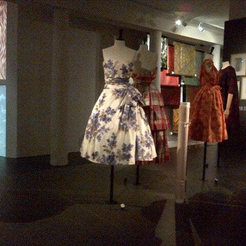 Foto tirada no(a) MoMu - ModeMuseum Antwerpen por Jolien 🎀 D. em 6/4/2013