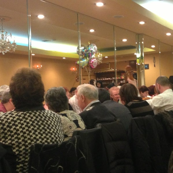 Das Foto wurde bei Taci's Beyti Restaurant von Cindy C B. am 3/17/2013 aufgenommen