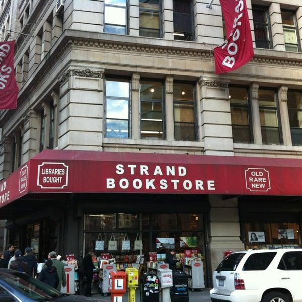 Foto scattata a Strand Bookstore da Rina il 4/2/2013