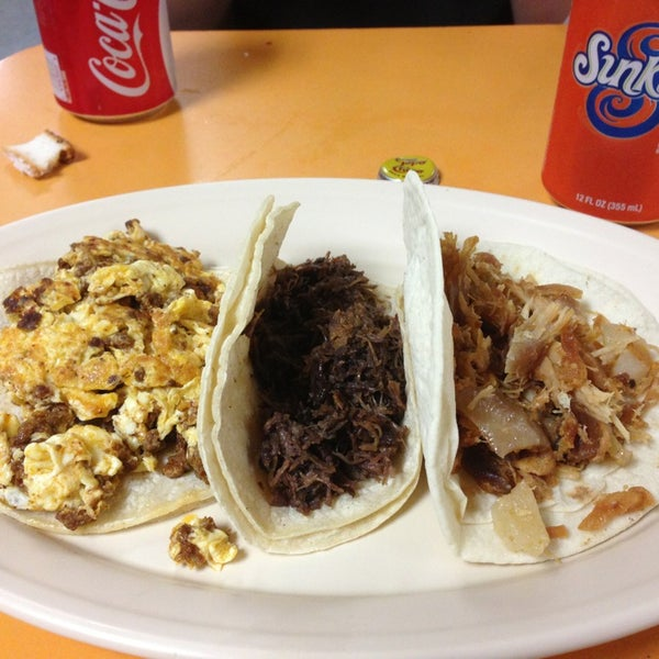 Снимок сделан в La Mexicana Bakery пользователем Lucy M. 9/2/2013