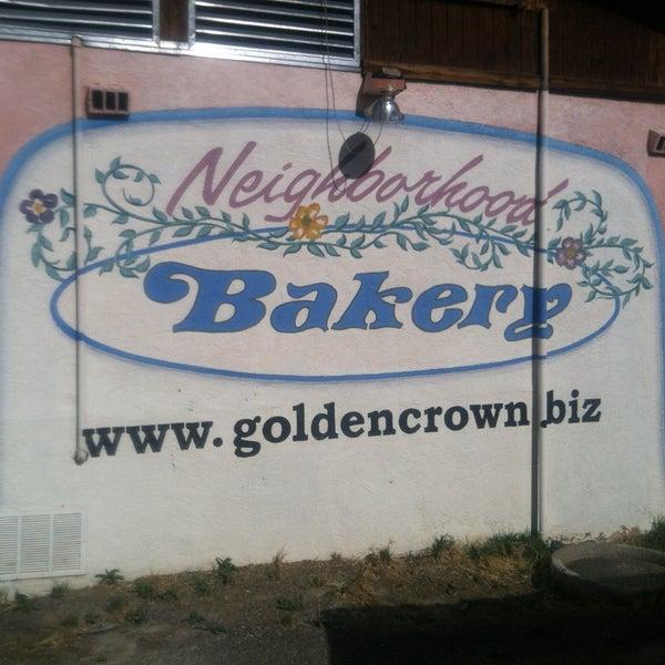 4/19/2013에 Anthony G.님이 Golden Crown Panaderia에서 찍은 사진