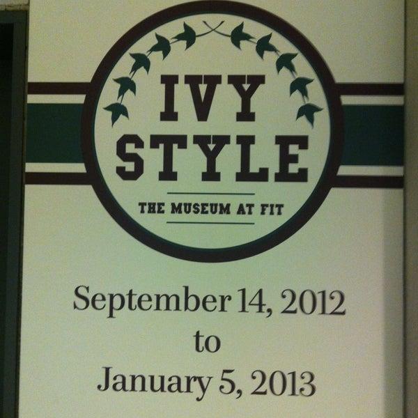 รูปภาพถ่ายที่ Museum at the Fashion Institute of Technology (FIT) โดย Miguel B. เมื่อ 12/19/2012