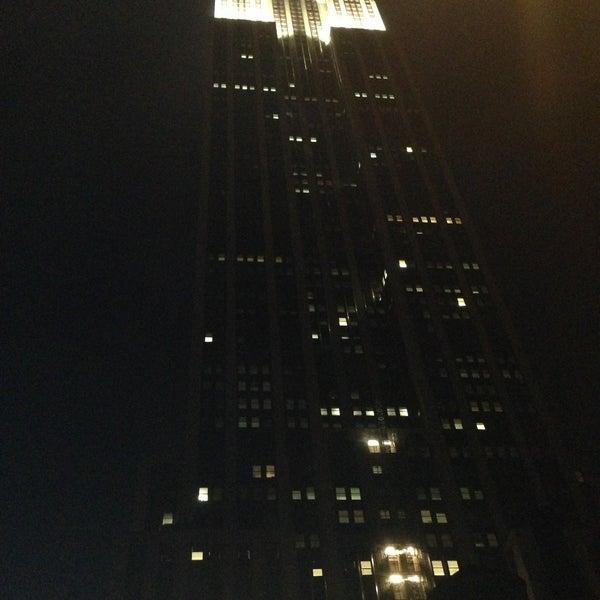 Foto diambil di VU Bar NYC oleh Alexander P. pada 4/14/2013