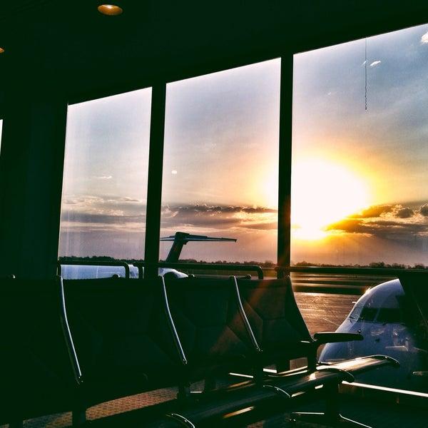 Photo prise au Aéroport international General Mitchell de Milwaukee (MKE) par Zak S. le5/14/2013