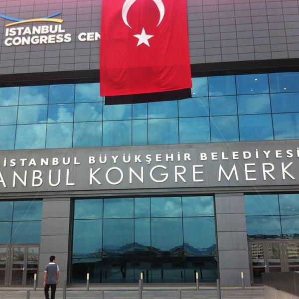 Das Foto wurde bei İstanbul Kongre Merkezi von Ersin 🐝 am 8/30/2013 aufgenommen