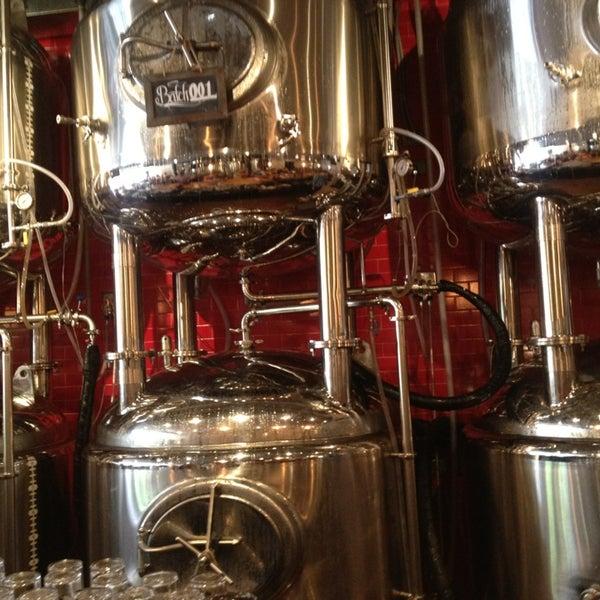 6/23/2013에 Linda L.님이 DryHop Brewers에서 찍은 사진