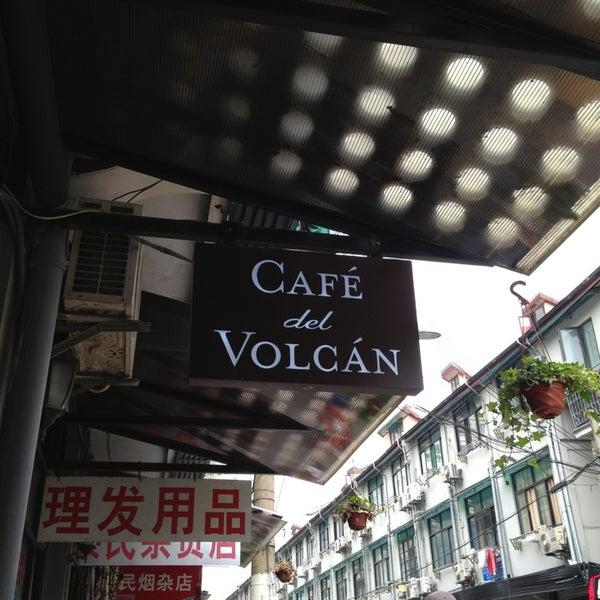 Снимок сделан в Café del Volcán пользователем Echo C. 5/25/2013