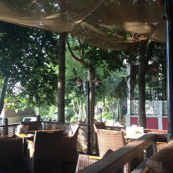 Foto scattata a Desde Cafe & Restaurant da Hüseyin Ö. il 7/5/2013