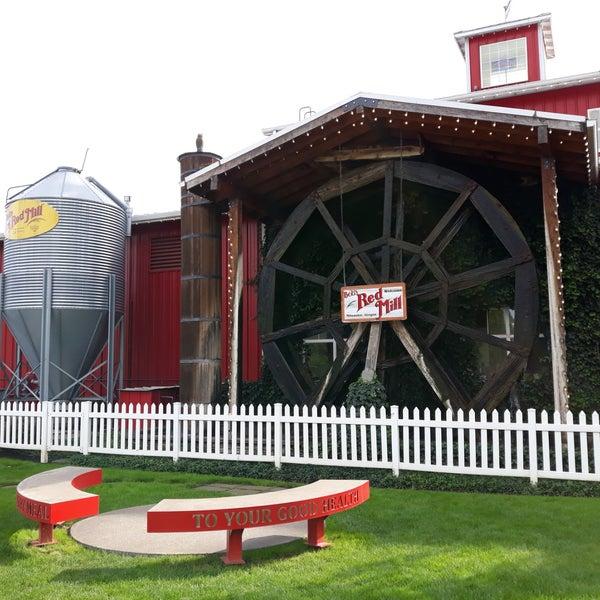 Foto tirada no(a) Bob's Red Mill Whole Grain Store por Natasha F. em 9/14/2019