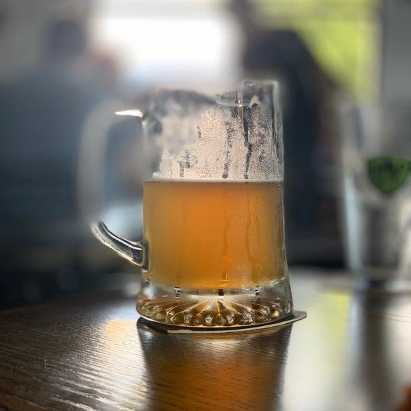 รูปภาพถ่ายที่ Hop Valley Brewing Co. โดย Michael S. เมื่อ 9/14/2019