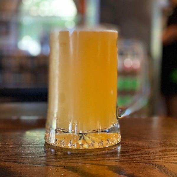 รูปภาพถ่ายที่ Hop Valley Brewing Co. โดย Michael S. เมื่อ 7/4/2020