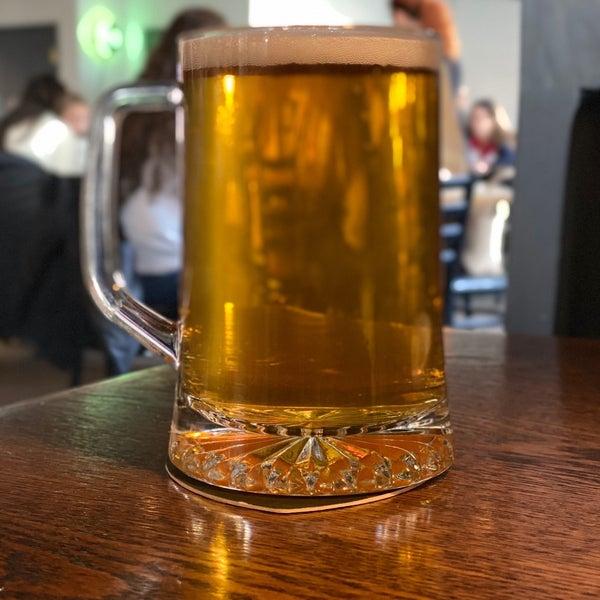 รูปภาพถ่ายที่ Hop Valley Brewing Co. โดย Michael S. เมื่อ 1/4/2020