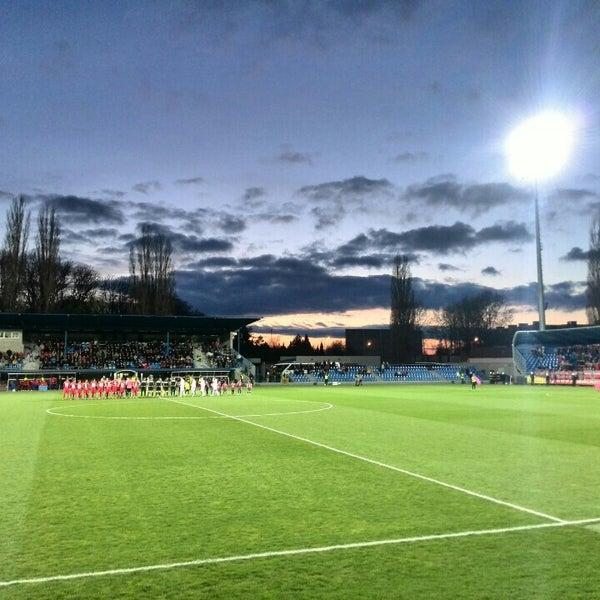 Foto tirada no(a) Štadión FK Senica por Andrej N. em 3/24/2014