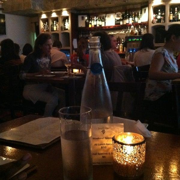 6/18/2013にCheyenne M.がThe Tangled Vine Wine Bar & Kitchenで撮った写真