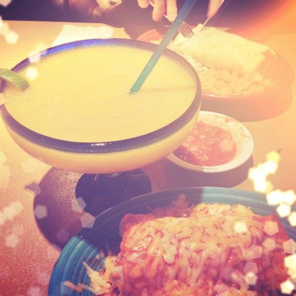 Foto tomada en Cafe Coyote por Zoe T. el 10/12/2012