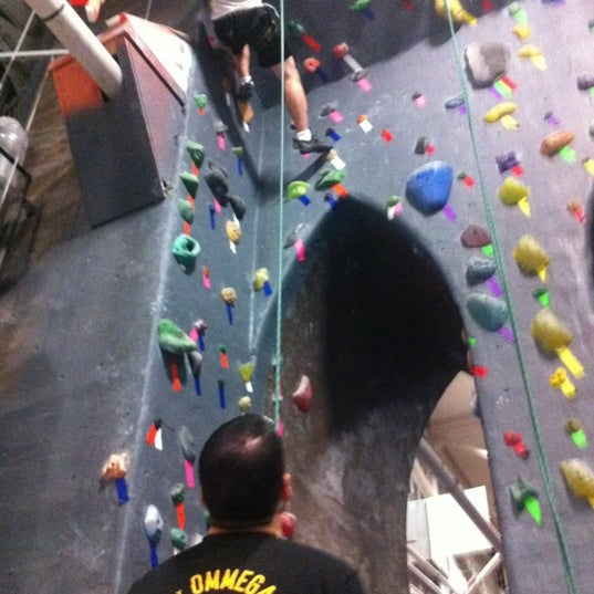 Foto tirada no(a) Brooklyn Boulders por Tom F. em 10/20/2012