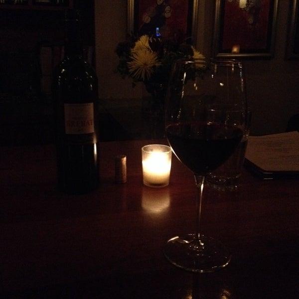 Foto scattata a Stonehome Wine Bar & Restaurant da Lautaro S. il 3/9/2015