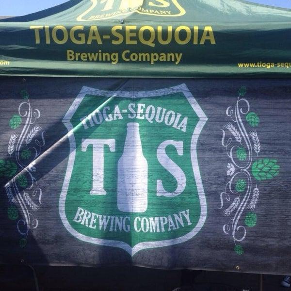 4/12/2014 tarihinde Steve B.ziyaretçi tarafından Tioga-Sequoia Brewing Company'de çekilen fotoğraf