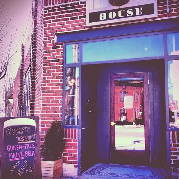 Photo taken at Little Tap House by Little T. on 3/27/2014