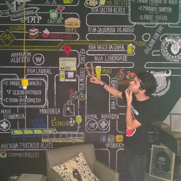 Foto tirada no(a) Brick Hostel por Frank V. em 6/7/2015
