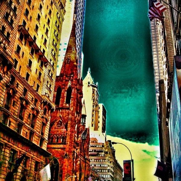 Foto diambil di Fifth Avenue Presbyterian Church oleh David D. pada 9/16/2012