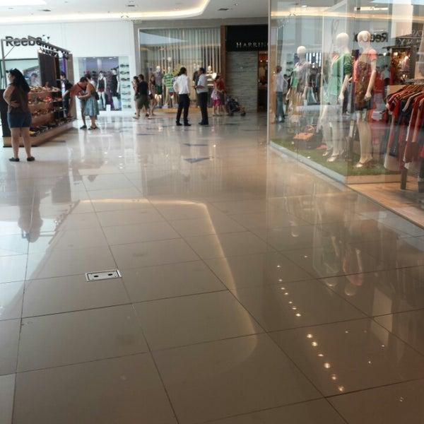 Foto tirada no(a) Costa Urbana Shopping por Bitácoras de un V. em 12/31/2013