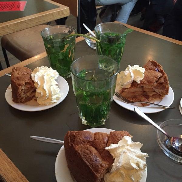 Torta de maçã e chá de hortelã dos deuses!!! 😀