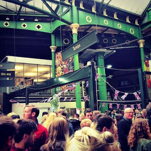 Foto tirada no(a) Borough Market por Adam em 5/11/2013
