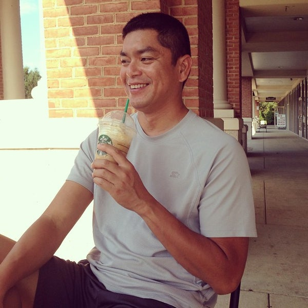 Foto scattata a Starbucks da Jason B. il 9/22/2014