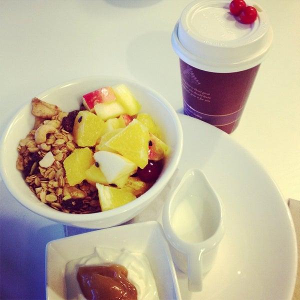 Foto tirada no(a) Tuihana Cafe. Foodstore. por Karan M. em 8/14/2013