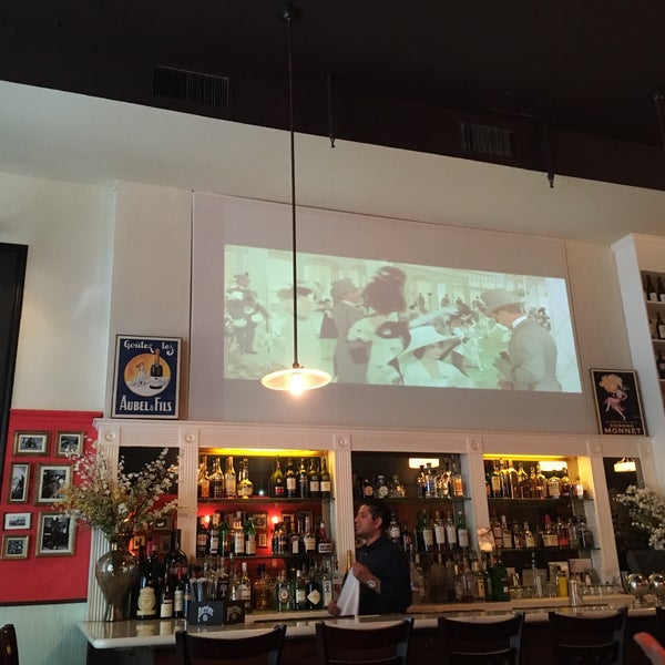 Снимок сделан в Le Midi Bar & Restaurant пользователем Wilson Z. 9/18/2016