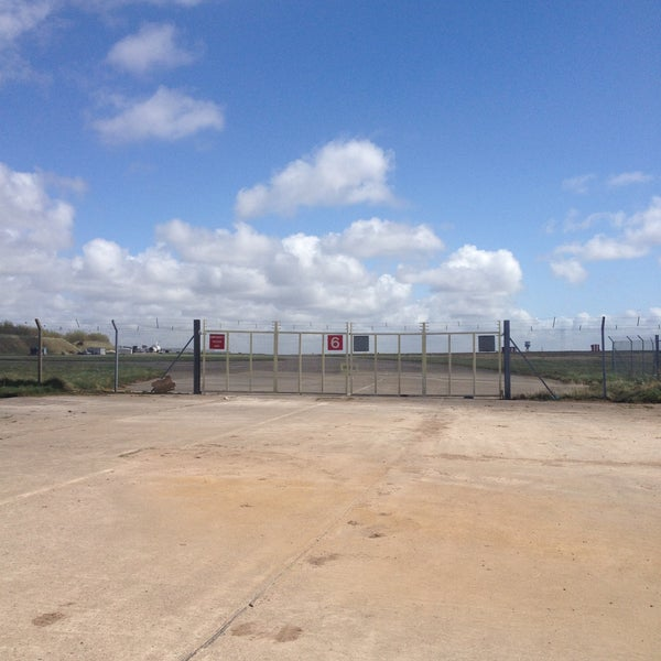 รูปภาพถ่ายที่ Liverpool John Lennon Airport (LPL) โดย Conor D. เมื่อ 4/29/2013