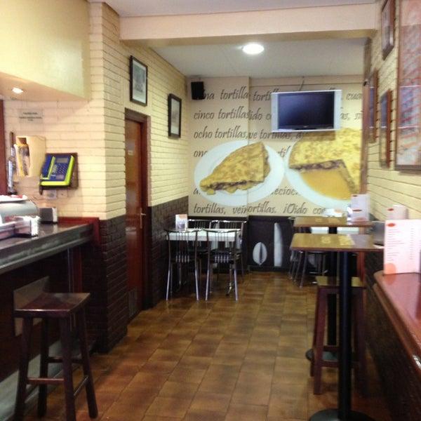 Foto tirada no(a) Bar El Poteo de Sancho (ant. Txiki) por David M. em 4/10/2013