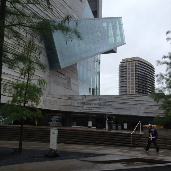 Foto tirada no(a) Perot Museum of Nature and Science por Yessica d. em 4/18/2013