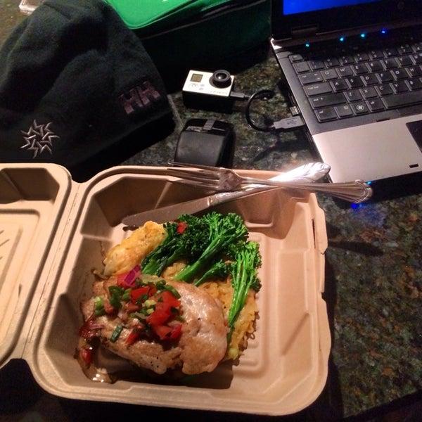 Foto tomada en Southridge Seafood Grill por Bryan B. el 11/27/2013