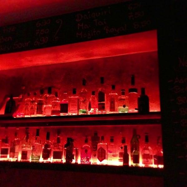 Photo prise au Couch Club par Annette S. le12/23/2012