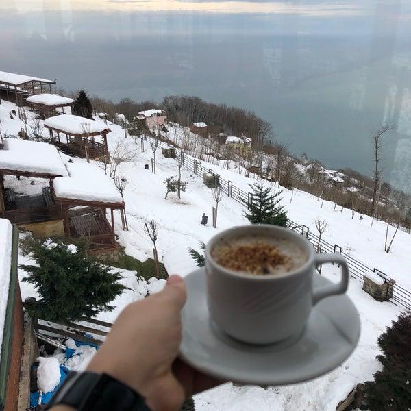 Das Foto wurde bei Tepe Restaurant von Emine B. am 2/12/2020 aufgenommen