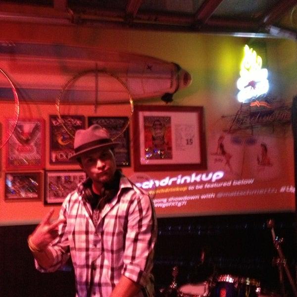 Foto diambil di Lucy's Retired Surfers Bar and Restaurant oleh Michael G. pada 3/12/2013
