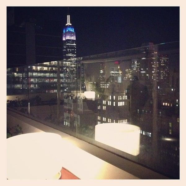 Снимок сделан в Sky Room пользователем Michael G. 10/17/2012