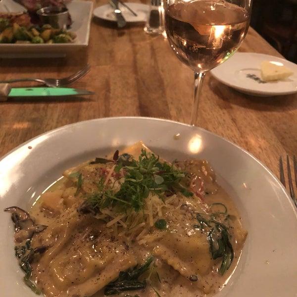 Снимок сделан в Le Midi Bar & Restaurant пользователем Melody V. 4/17/2019
