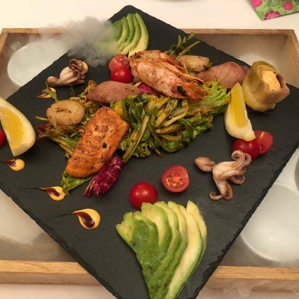 Das Foto wurde bei ORLY PARK Restaurant & Hotel von Marina L. am 5/1/2019 aufgenommen