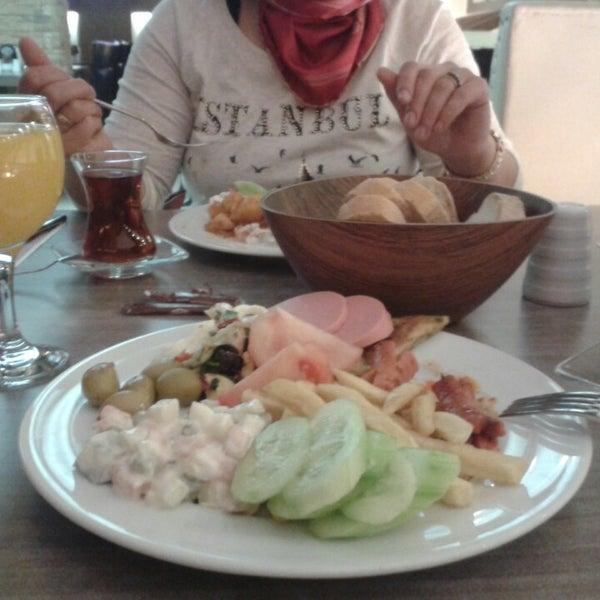 Foto tomada en Dudu Cafe Restaurant por Betül Y. el 10/9/2013
