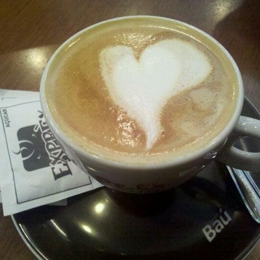 รูปภาพถ่ายที่ Exprèx Caffè โดย Valéria O. เมื่อ 1/18/2012