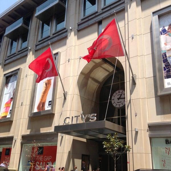 Das Foto wurde bei City's Nişantaşı von Ahmet K. am 7/15/2013 aufgenommen
