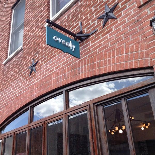 Das Foto wurde bei Ovenly von Dillon I H. am 3/29/2013 aufgenommen